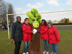 hillingdon play tree with volunteers